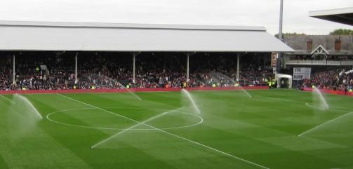 Sprinklers op voetbalveld
